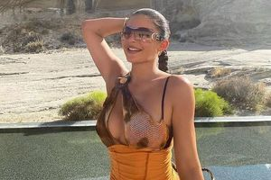 Kylie Jenner khoe dáng 'bốc lửa' trong kỳ nghỉ ở sa mạc