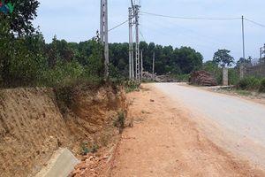 Cột điện 'ngáng' tiến độ con đường, điện lực tỉnh Yên Bái lên tiếng