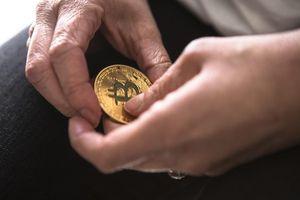 Bitcoin 'bẻ lái', tiền ảo đua tăng