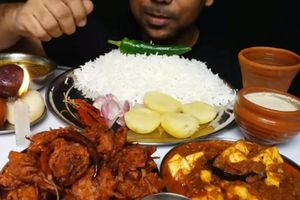 Ăn quá nhiều thịt khi quay mukbang kiếm tiền, một chàng trai ở Trung Quốc qua đời vì nồng độ lipid trong máu tăng cao