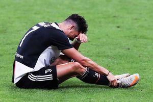 Ronaldo lu mờ và gục ngã trước Ibrahimovic