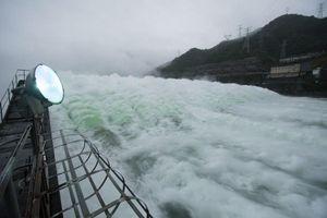 Hồ thủy điện lớn nhất Chiết Giang lần đầu mở đập tràn xả lũ sau 9 năm