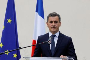 Tân bộ trưởng Nội vụ Pháp đối mặt cáo buộc hiếp dâm