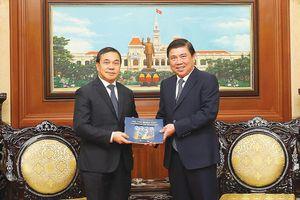 TPHCM tăng cường hợp tác với các địa phương của Lào và Hungary