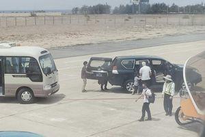 Xe biển xanh vào máy bay đón Phó Bí thư Phú Yên: 'Sốc' giá xe Prado 490 triệu