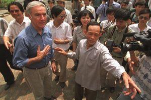 Cựu Đại sứ Mỹ tại Việt Nam Pete Peterson: Từ gian nan buổi đầu đến mối lương duyên bền vững