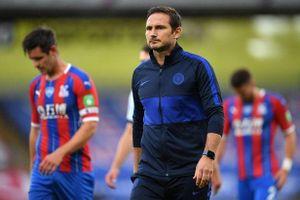 Thắng nghẹt thở Crystal Palace, HLV Lampard bảo vệ danh dự cho Willian