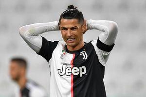 Ronaldo lập kỳ tích ghi bàn, Juventus vẫn thua thảm