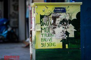 Hà Nội: Những 'vết thương' trên tác phẩm nghệ thuật đường phố