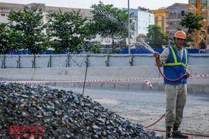 Công nhân đội nắng gấp rút thi công đường vành đai 3