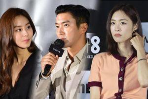 Họp báo 'SF8': Lee Yeon Hee lộ diện sau kết hôn, UEE lén nhìn Choi Siwon suốt 1 phút