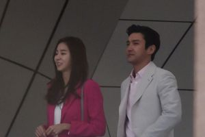 Đẹp đôi đến phát hờn, UEE - Choi Siwon (Super Junior) bị bắt gặp hẹn hò?