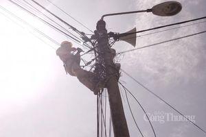 Những người 'lính điện' căng mình giữa cao điểm nắng nóng