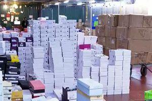 Đột kích kho hàng lậu hơn 10.000m2 để bán qua livestream trên Facebook