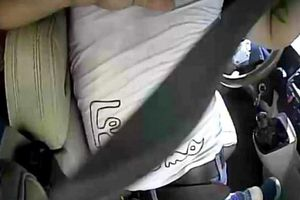 Phạt phụ xe khách cầm mã tấu dọa chém người