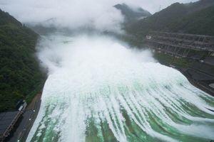 Hồ thủy điện lớn nhất Chiết Giang lần đầu xả lũ sau 9 năm