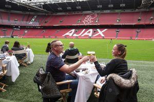 Ajax tổ chức cho CĐV đến sân ăn uống
