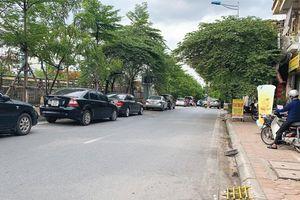 Nhiều phương tiện dừng đỗ sai quy định trên đường Bưởi
