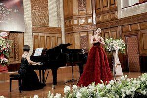 'Hoa hậu đi hát' Tuyết Nga tốt nghiệp đại học thanh nhạc