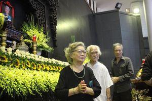 Các nghệ sĩ đau buồn chia sẻ về NSƯT Hoàng Yến trong lúc tiễn biệt bà