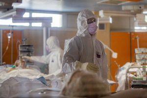 Số người nhiễm Covid-19 trên toàn cầu tăng vọt lên hơn 12,1 triệu