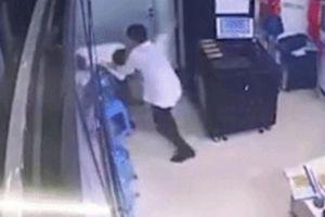 Điều tra vụ nam thanh niên hành hung nữ bảo vệ ở tòa nhà Anland Complex