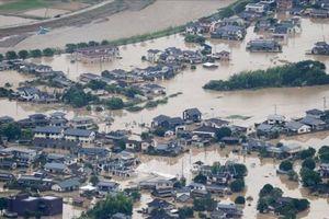 Lực lượng cứu hộ Nhật Bản nỗ lực tiếp cận hàng nghìn hộ gia đình mắc kẹt do lũ lụt