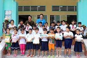 Quả ngọt từ nguồn hỗ trợ phi chính phủ ở Hậu Giang: Bài 1 - Khoác áo mới cho giáo dục vùng khó