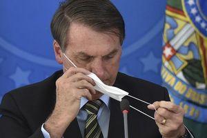 Mắc Covid-19, Tổng thống Brazil vẫn tháo khẩu trang khi gặp phóng viên