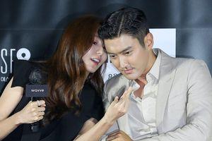 Choi Si Won tình tứ với 'nữ thần quyến rũ Kpop'
