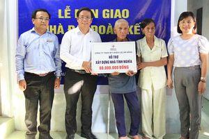 Bàn giao 10 nhà 'Đại đoàn kết' do Thủ tướng Chính phủ Nguyễn Xuân Phúc trao tặng