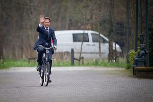 Thủ tướng Hà Lan: Từ chối ô tô hào nhoáng, thường xuyên đi làm bằng xe đạp