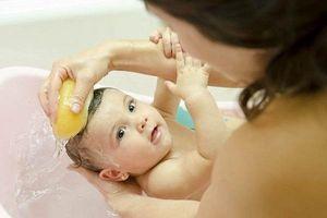 Kiêng tắm khi trẻ ốm - sai lầm nguy hại nhiều người đang mắc phải