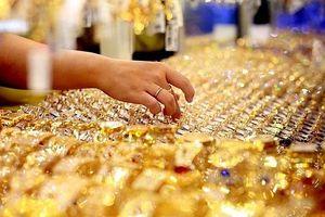 Giá vàng tiếp tục giữ ở mức cao trong phiên cuối tuần