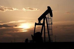 Giá dầu thô phiên cuối tuần giảm mạnh