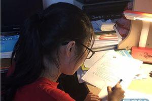 Sĩ tử kín lịch ôn thi tối ngày để giành tấm vé vào lớp 10 tại Hà Nội