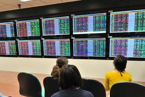 Thanh khoản thị trường chứng khoán 'dâng' lên
