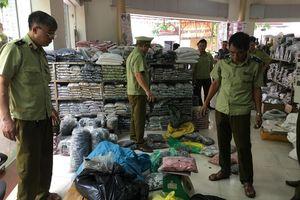 Đột kích 7 cửa hàng, tạm giữ hơn 33.000 sản phẩm có dấu hiệu giả mạo nhãn mác tại Bắc Ninh