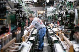 FED: Nền kinh tế Mỹ 'xuất hiện lỗ hổng khí'