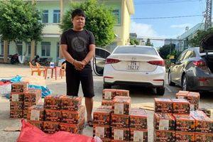 Bắt giữ 2 ô tô vận chuyển gần 380kg nghi pháo lậu