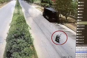 Clip: Biểu hiện 'lạ' của nam thanh niên khi đang điều khiển xe máy và cái kết bất ngờ