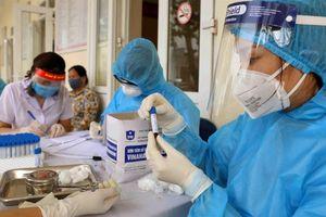 Hà Nội sẽ xét nghiệm y tá, phục vụ, người chăm sóc liên quan tới bệnh nhân COVID-19
