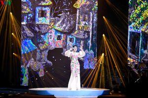 Tấn Minh, Minh Chuyên nghẹn ngào, xúc động hát nhạc Phú Quang