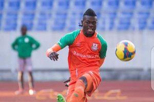 Trung vệ cao 1m88 gốc châu Phi hết cửa lên đội tuyển Malaysia