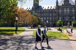 Mở cửa trường đại học và những sức ép tại Mỹ