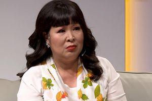 NSND Hồng Vân nói với người mẹ khuyết tật: 'Cách dạy con của chị khiến tôi rùng mình'
