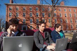 Tòa sắp phán quyết vụ Harvard, MIT kiện chuyện trục xuất DHS