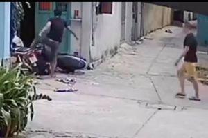 Camera ghi cảnh 'nghịch tử' phê ma túy đánh cha mẹ
