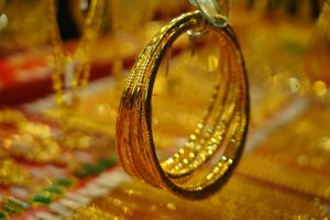 Giá lập đỉnh mới mỗi ngày, vàng có kéo người dân lao vào mua bán?