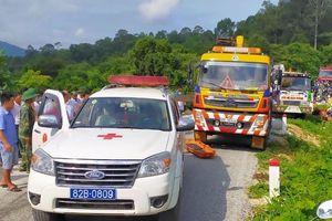 Hiện trường vụ tai nạn xe khách nghiêm trọng tại đèo Ngọc Vin